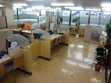 開放感のある明るく広い店内は12席をご用意。ほか、商談スペース、キッズスペースあり。