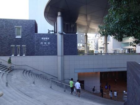 当店最寄の用賀駅北口です。