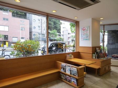 窓側にはボックス席もご用意しております。