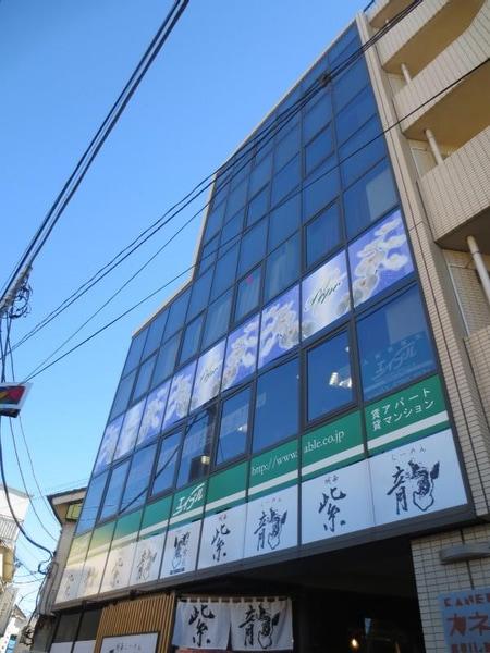 建物の2階になります。エレベーターで直接2階へお越し下さい!!