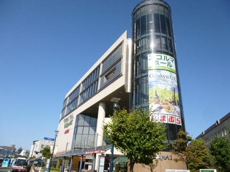 狛江駅北口にある小田急エコルマです。オダキューOX(スーパー)と市民ホールの複合施設です。