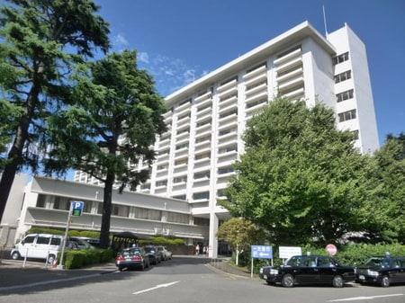 和泉本町にある慈恵医大第三病院です。狛江市内で一番大きい総合病院です。