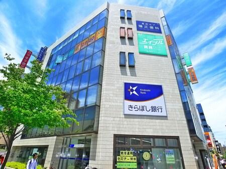 葛西駅改札を出て左、徒歩1分です。1階に東京都民銀行の入っているビル4階になります。