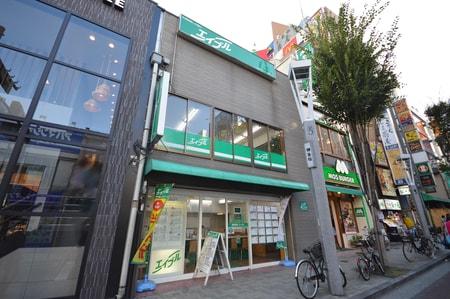 JR総武線西口出て神楽坂方面にお進みください。地下鉄飯田橋駅は『B3』出口を上がって目の前です。