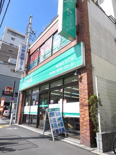 お店は1階にあり、日当たりのいい気持ちの良いお店です。