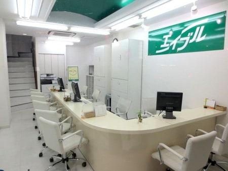 リニューアルオープンした綺麗なお店です。1階~2階までカウンターで子供さんずれでもご安心して下さい。
