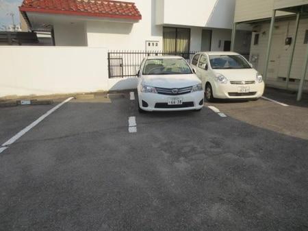 当店のお客様駐車場(営業車併用)をご利用ください