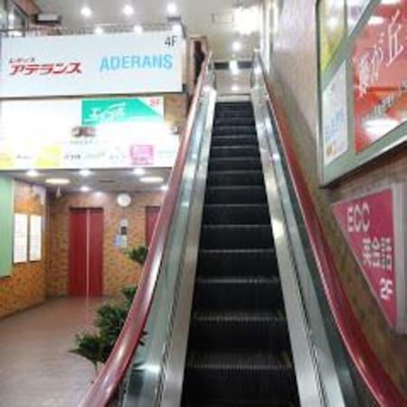 エイブル藤が丘店は2階にございます。エレベーターもしくはエスカレーターでお上がり下さい。