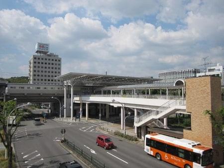 愛知環状線「新豊田」駅下車、8分です。