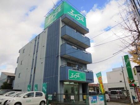 高畑駅より東へ徒歩約2分。屋上にある緑色の看板が目印です。駐車場はお店の前と西側に3台ございます。