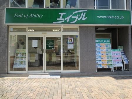 春日井駅前の緑の看板が目印。お気軽にご来店下さい。