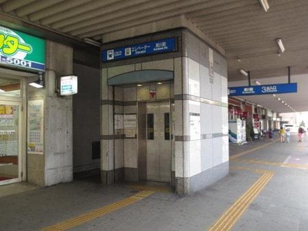 黒川駅③番出口 チケットセンターを背中にして右斜め前をご覧ください