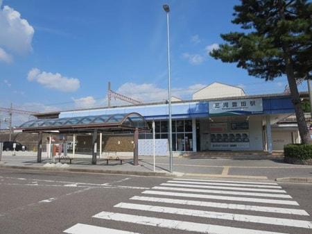 三河豊田店の正面にあります『三河豊田駅』です。豊田市駅まで乗車時間6分で行けます。