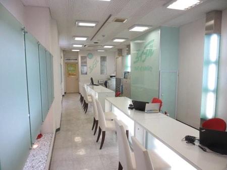 白を基調とした明るい店内とさわやかなスタッフがお出迎え致します。