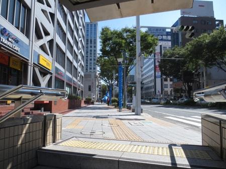 伏見駅3番出口を出て、まっすぐ(栄方面・東方向)にお進み下さい。