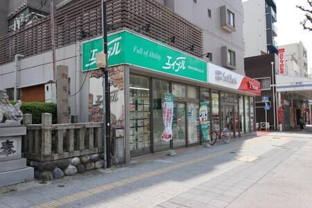 地下鉄桜通線「桜山駅」4番出口出てすぐに店があります。
