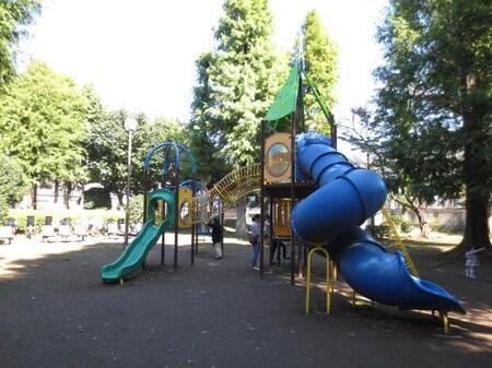 別所沼公園内には大きな児童公園もあり、お子様を遊ばせることもできます。