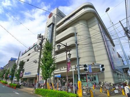 南浦和駅西口正面には、丸広百貨店がございます。買い物も便利な環境です。