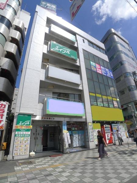 志木駅南口を背にして、右前方に見える5階建ての3階が当店です♪