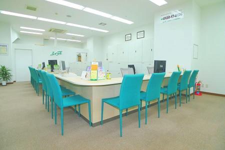 店内は広々しており、15席以上をご用意しております。
