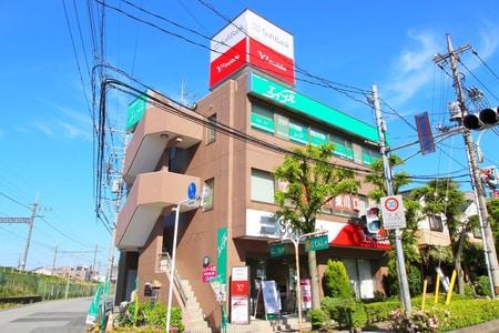 けやき通り沿いにある店舗の3階です。