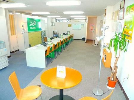 当店はカウンター席12席、テーブル席2席をご用意させていただいております。