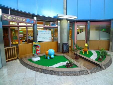 鳩ヶ谷駅の地下1階には行政センターや子育てひろばがあります。