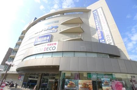 駅前通り歩いて5分の所に百貨店丸広がございます。当店は丸広を通り越して歩いて2分です。