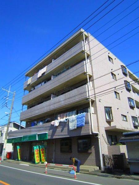 戸田中学校の目の前です!お客様用駐車場も設けてあります。