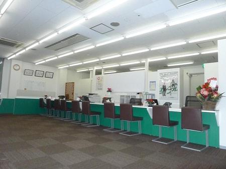 ガラス張りの店内です。けやき広場1階部分に御座います。