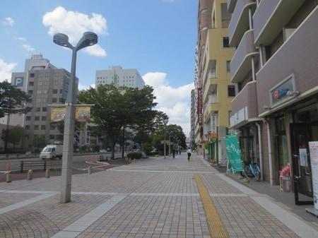 仙台駅東口の宮城野大通り沿いに当店がございます。