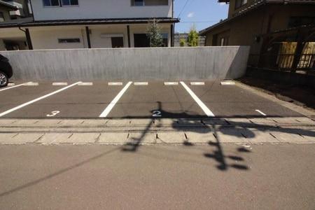 店舗近くに別途専用駐車場もご用意しております、お気軽にご来店下さい☆