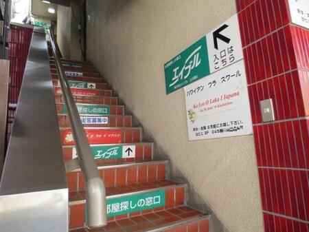 道案内⑦・階段を上り3階までお上がり下さい。(ベビーカーや重たい荷物がある方はお電話ください!)