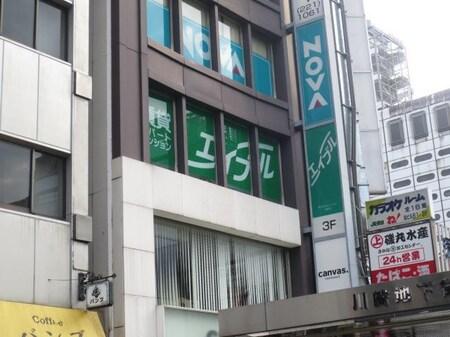 1Fに美容院があるビルの3Fです。