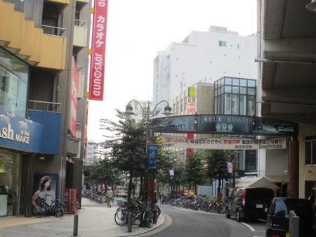 京急鶴見駅の横にある商店街「ベルロード」です。スーパーなどなど落ち着く商店街です。