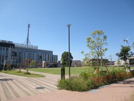 近くの瀬谷区役所と併設して公園も綺麗になりました。