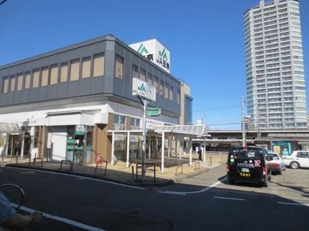 駅前のタワーマンションの反対側の出口(南口)にエイブルがあります。