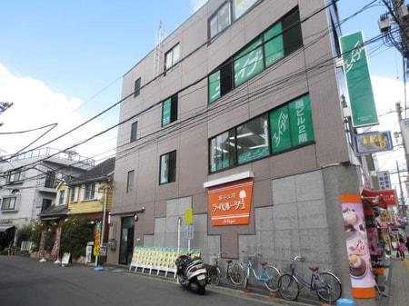 鹿島田駅のスーパーマルエツの目の前のケーキ屋さんの2階です!
