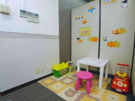 【キッズ・スペース】親御さんの目の届く所で、お子さんには遊んで頂き、お部屋探しに集中できます。
