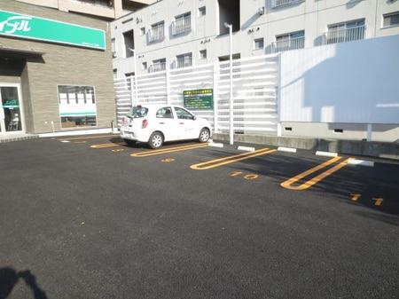 店舗前に来客用駐車場をご用意!万が一満車の際は、店内スタッフにお声掛け下さい。
