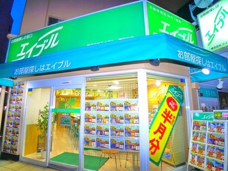 勝田台駅南口から徒歩1分に立地!南口ロータリーからエイブルのお店が見えます!お客様専用無料駐車場完備