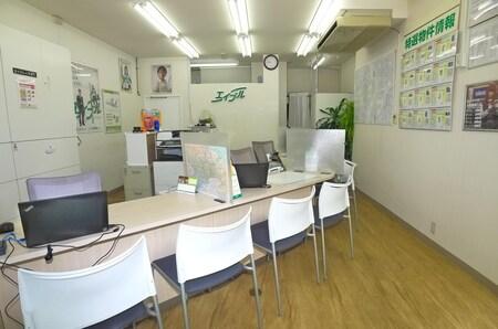 2014年9月に内装をリニューアルしました 明るい雰囲気の店内でゆっくりとお部屋をお探しください