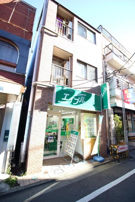 桜上水商店街沿いに立地しております。