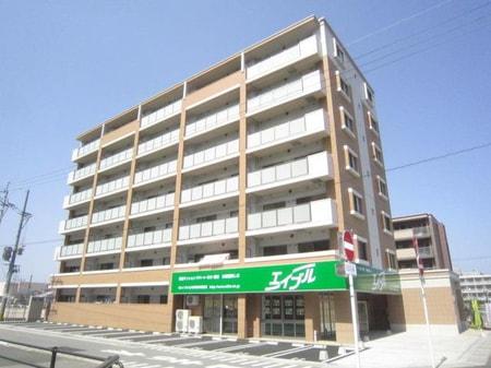九大学研都市駅の北口を出て北側に歩いて徒歩3分です。