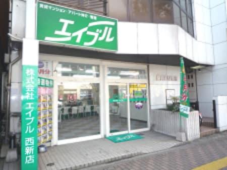 地下鉄西新駅2番出口すぐ横、讃井ビル1階に当店がございます。緑の看板が目印です。