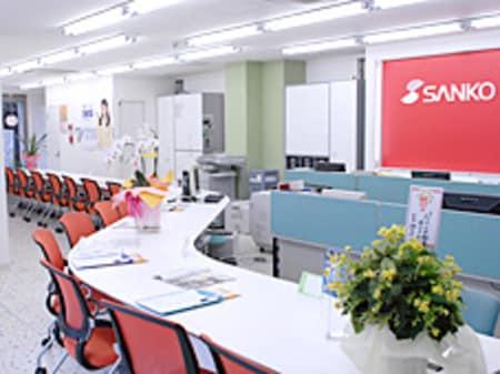 平成21年移転新店舗のお洒落で明るく清潔感のある店内で、16席をご用意させていただいております。