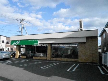 釧路公立大学正門前の通りに面しており専用駐車場もございます。