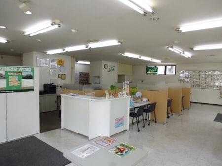 店内は落ち着いた空間を御用意しております。