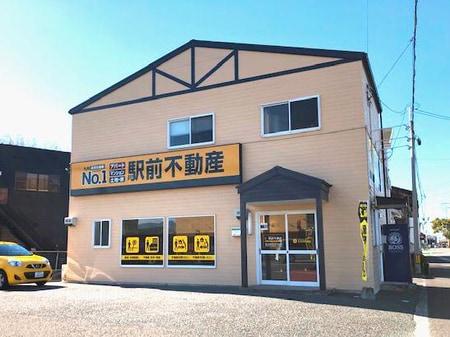 JR銀水駅前の交差点角にございます。
