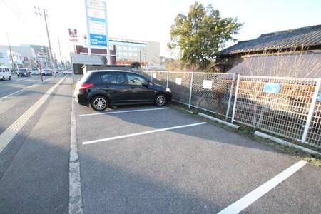 お客様駐車場をご利用下さい